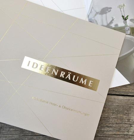 Viel Raum für Ideen: Geprägter Umschlag auf Gmund Color matt