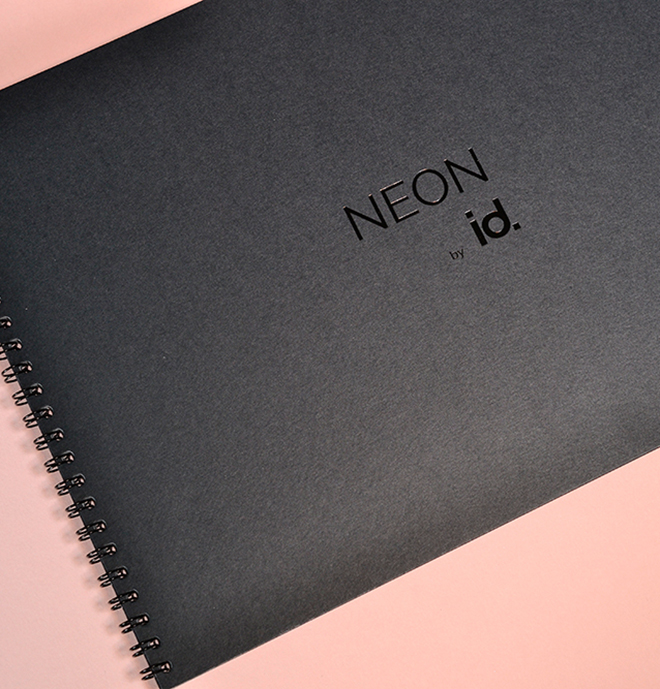 Broschüre mit Folienprägung und Wire-O Bindung in schwarz
